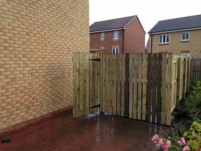 Timber Fencing Installations & Garden Fencing Glasgow