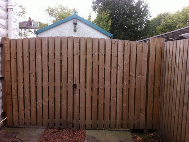 Double gates with garden fencing Glasgow