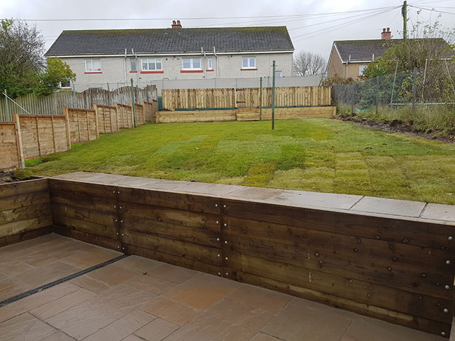 After photo of the garden with new fence, steps, gate and patio